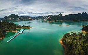 Картинки Таиланд Тропики Горы Пирсы Залив