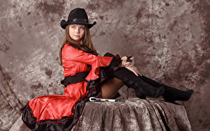 Обои Kleofia model Шатенка Шляпа Сидит Платье Взгляд