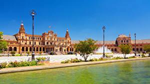 Картинки Испания Речка Городской площади Дворца Уличные фонари Sevilla