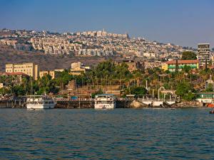 Картинка Израиль Здания Пирсы Корабль Залива Tiberias город