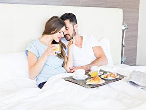 Фото Мужчины Любовь Двое Завтрак Шатенка Девушки