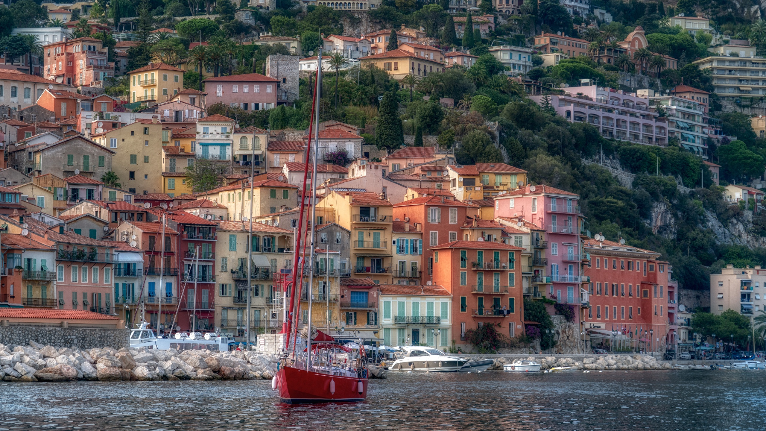 Картинка Франция French Riviera Villefranche-sur-Mer HDRI Яхта Побережье Дома город 2560x1440 HDR берег Города Здания