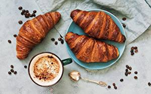 Фотографии Круассан Кофе Зерна Чашка Продукты питания