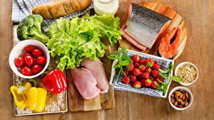 Картинки Мясные продукты Рыба Хлеб Клубника Помидоры Перец Разделочная доска