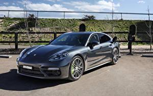 Обои для рабочего стола Porsche Серый Гибридный автомобиль Металлик 2017-20 Panamera Turbo S E-Hybrid машины