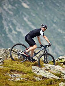 Фотография Мужчины Велосипед Униформа Шлем Спорт