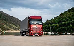Фотографии Mercedes-Benz Грузовики Красная Actros 1863 LS, 2018–н.в. машина