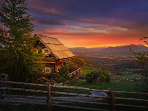 Картинки Австрия Дома Рассвет и закат Ель Забор Деревянный Magdalensberg город