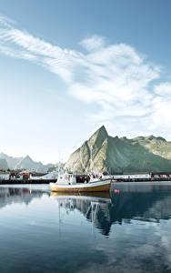 Фото Лофотенские острова Норвегия Озеро Горы Причалы Небо Катера Природа