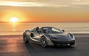 Фотографии Макларен Рассветы и закаты Серая Родстер 2018 McLaren 570S Spider Автомобили