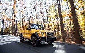 Картинки Мерседес бенц G-класс Дороги Движение Желтый SUV g63 AMG авто