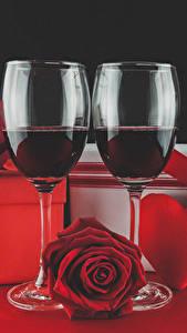Фото День святого Валентина Вино Розы Бокалы Красный Сердце Подарки Продукты питания Цветы
