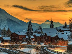 Картинка Швейцария Гора Дома Зима Вечер Снеге Ель Blitzingen Goms Города