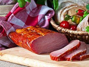 Картинки Мясные продукты Ветчина Разделочной доске