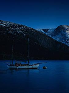 Фотография Норвегия Горы Речка Яхта Ночные Природа