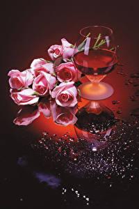Фото Натюрморт Вино Розы Бокал Розовых Цветы Еда