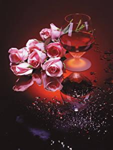 Фото Натюрморт Вино Розы Бокал Розовых цветок Еда