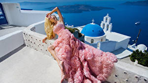 Картинка Блондинки Платье Модель