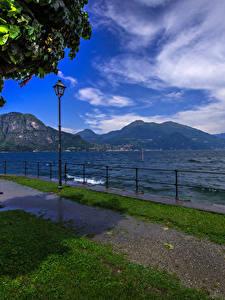 Фотография Италия Озеро Небо Пейзаж Скамья Уличные фонари Забор Bellagio Природа