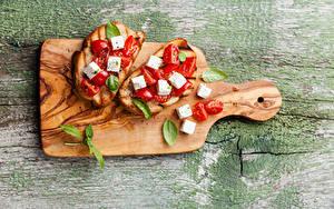 Фотография Сэндвич Бутерброды Хлеб Сыры Томаты Разделочная доска Пища