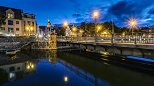 Картинки Германия Здания Мосты Водный канал Ночью Уличные фонари Stralsund Города