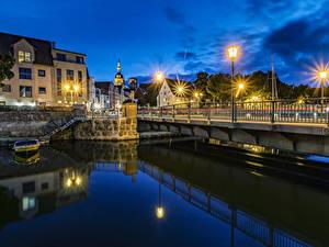 Картинки Германия Здания Мосты Водный канал Ночные Уличные фонари Stralsund Города