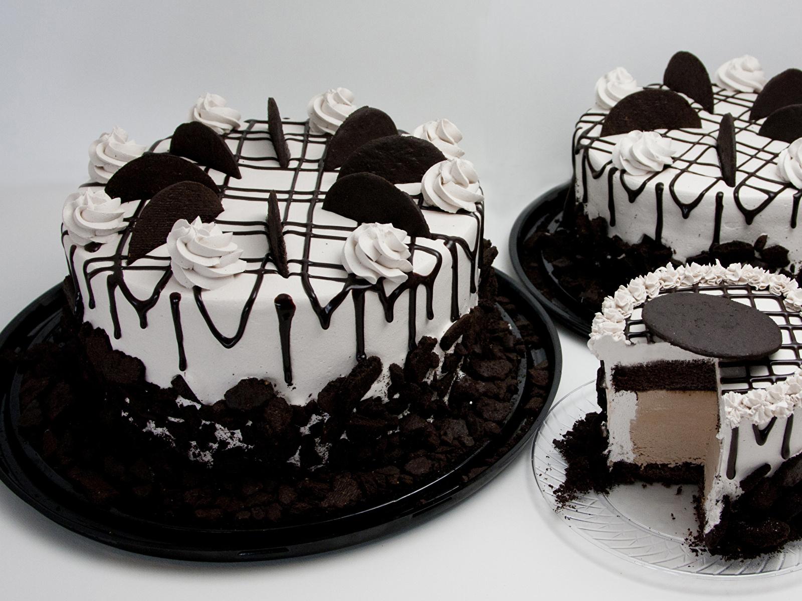 Картинки Шоколад Торты Еда три Сладости сером фоне Дизайн 1600x1200 Пища Трое 3 втроем Продукты питания Серый фон сладкая еда дизайна