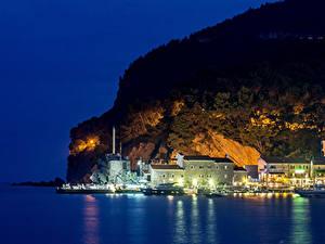 Картинки Черногория Здания Залив Скала Ночные Budva город