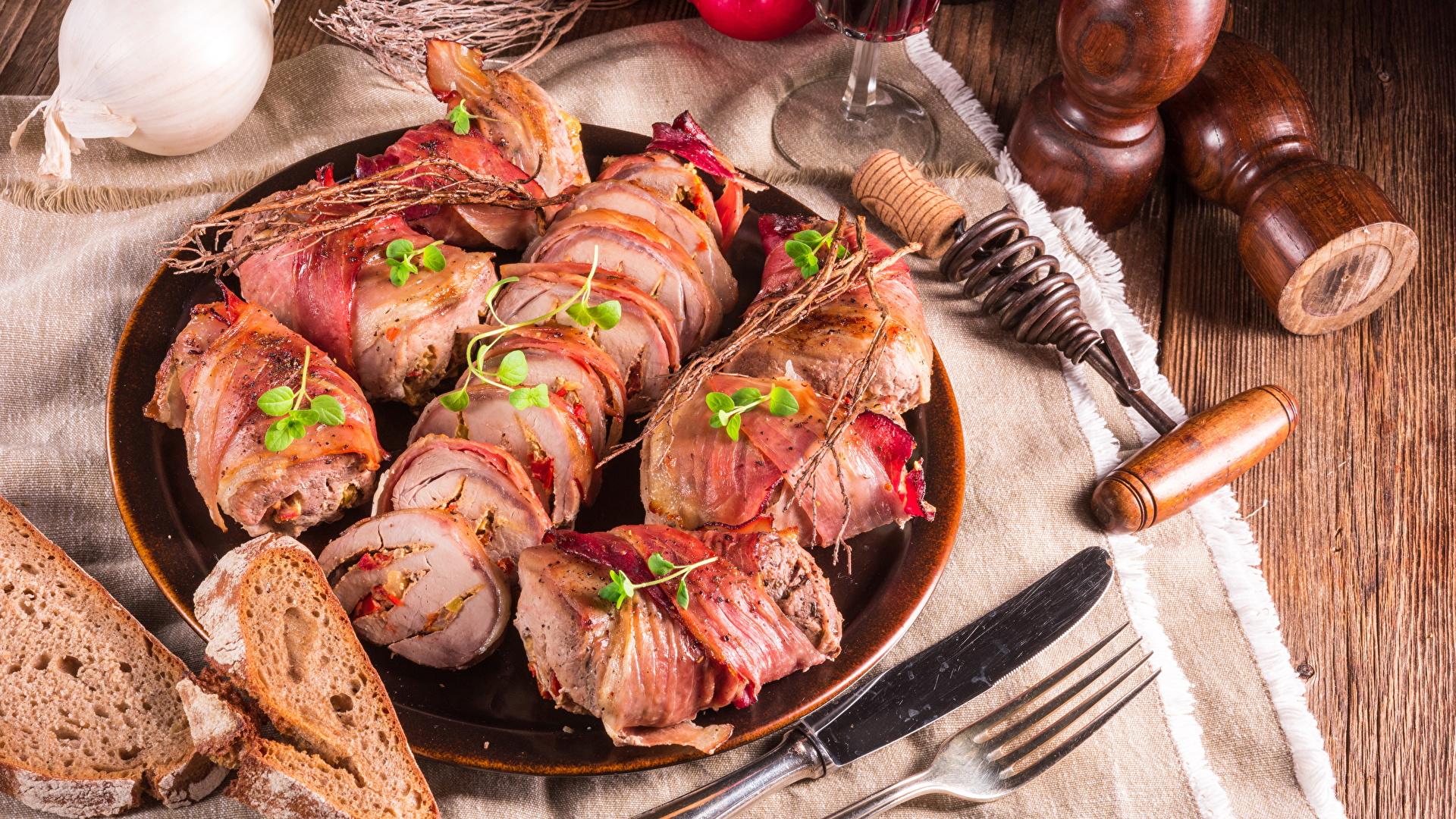 Фотографии Нож Хлеб Пища нарезка тарелке Вилка столовая Мясные продукты 1920x1080 ножик Еда вилки Тарелка Продукты питания Нарезанные продукты