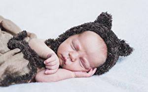 Фотографии Грудной ребёнок Спит Шапки Рука