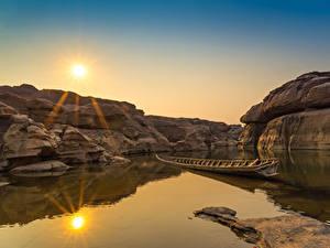 Фотография Таиланд Рассветы и закаты Парки Озеро Лодки Утес Sampanbok natural stone park Природа