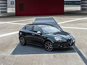 Фото Alfa Romeo Зеленые Металлик 2019 Giulietta Автомобили