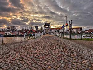 Фотография Германия Дома Река Мост Вечер Уличные фонари Greifswald Города