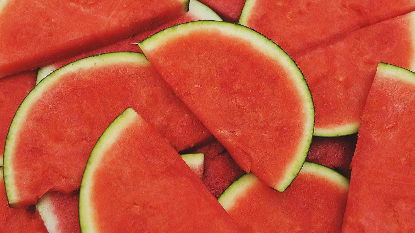 Фотография Кусок Арбузы Еда Крупным планом 1366x768 часть кусочки кусочек Пища Продукты питания вблизи