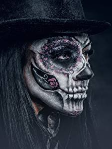 Фото Праздники Лица Шляпе Макияж Черный фон day of the dead Девушки