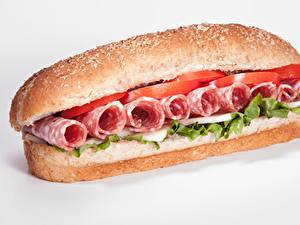 Картинки Фастфуд Сэндвич Булочки Колбаса Овощи Белый фон Еда