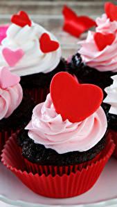 Картинки Сладкая еда Пирожное Капкейк кекс Сердца Пища