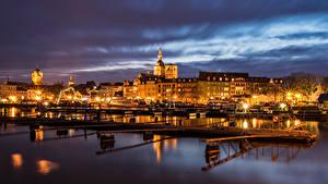 Фотография Германия Здания Речка Пирсы Уличные фонари Ночью Stralsund Города