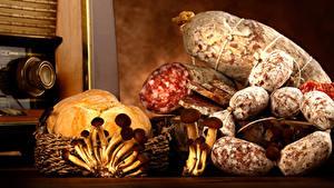 Картинки Мясные продукты Колбаса Хлеб Грибы