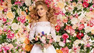 Фотографии Букет Роза Блондинок Платья Улыбается Невеста