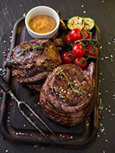 Фото Мясные продукты Томаты Разделочной доске Еда