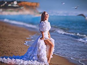 Фото Побережье Невесты Платье Шатенки Ног