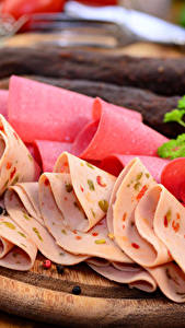 Фото Мясные продукты Колбаса Разделочная доска Нарезанные продукты