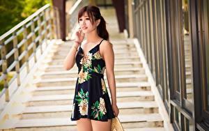Фотографии Азиаты Боке Шатенка Руки Платье