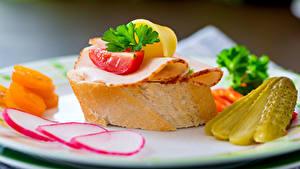 Фото Бутерброды Хлеб Мясные продукты Огурцы Овощи Еда