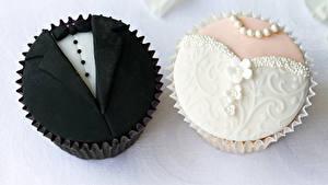Обои Сладкая еда Пирожное Двое Свадебные Невеста Женихом Дизайна