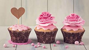 Картинки День всех влюблённых Розы Сладкая еда Капкейк кекс Доски Втроем Дизайна Серце