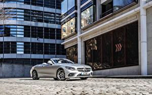 Картинки Mercedes-Benz Кабриолет Серебристый 2018-19 S 560 Cabriolet AMG Line