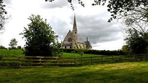 Картинка Ирландия Церковь Траве Забора Ветвь Ballyclog Города