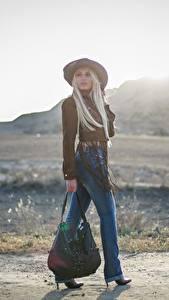 Картинка Сумка Размытый фон Блондинка Шляпе Ног Джинсов молодые женщины